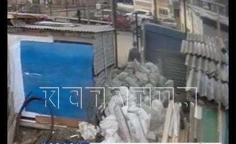 Частный дом в Ленинском районе хозяин превратил в свалку, где принимают строительный мусор