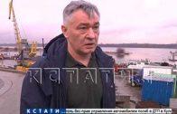 Нефтяные пятна расходятся по Волге от затонувшего судна