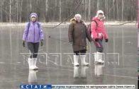 «Дорога жизни» — отрезанные ноябрьским паводком жители по льду пробираются за продуктами