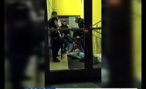 За попытку заснять действия охранников клуба избили самих операторов. Но это засняли