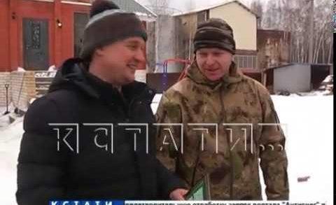 Провалившегося под лед лося спасли жители деревни Чеченино