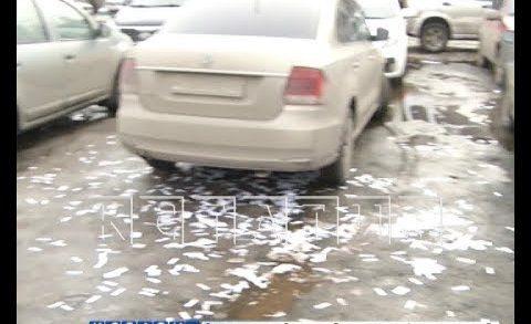 Неизвестные разбросали листовки с компроматом на полковника около отдела полиции
