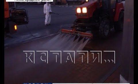 Коммунальщики ночью отмывали городские дороги с помощью дезинфицирующих средств
