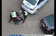 Сотрудники ГИБДД жестко задержали нарушителя, который без прав поехал в аптеку