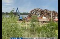 Перегрузку металлического мусора организовали в прибрежной охраняемой зоне Оки