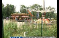 Качели и карусели доламывают в парке Швейцария