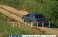Проездной двор — водители не желая стоять в Ольгинской пробке, гоняют по проселочным дорогам