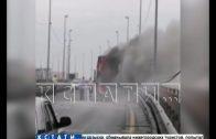 Прямо посередине Борского моста вспыхнул туристический автобус