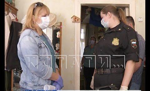 С вещами на выход — силовое выселение из аварийного дома провели судебные приставы