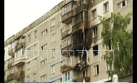 Жители взорвавшегося дома выстраиваются в очередь, чтобы забрать свои вещи