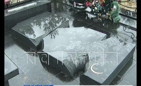 Массовый погром на Новосормовском кладбище устроили неизвестные вандалы