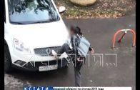 Власти Арзамаса не могут унять жительницу, которая прыгает по автомобилям соседей и танцует на них