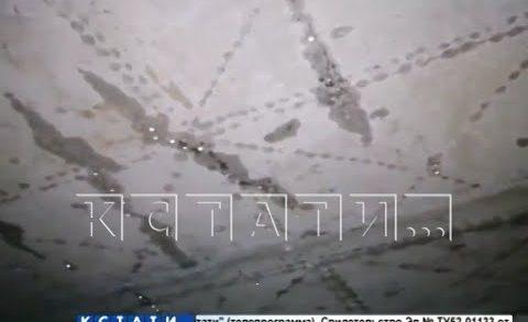 Забытая во время капремонта крыша протекла на головы жителей