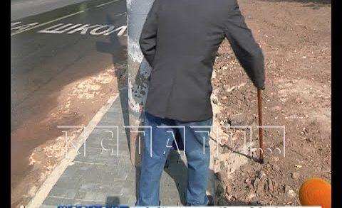 Пешеходный тротуар, по которому не пройти из-за бетонных столбов, построили в Нижегородском районе