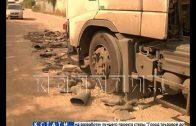 В Кстове ямы на дороге отремонтировали резиновыми сапогами