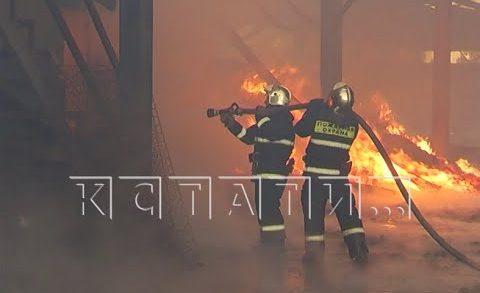 Пожар на мебельной фабрике был виден за десятки километров