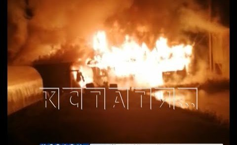 У многодетной матери, которая в одиночку воспитывает 8 детей, сгорел дом