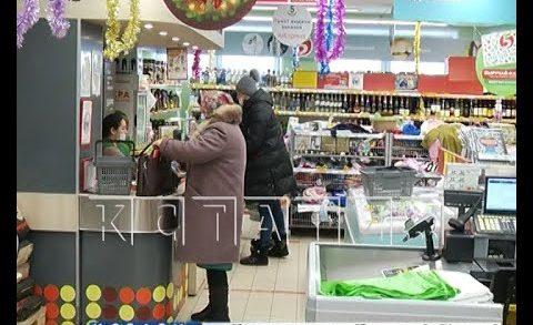 Налетчиков, испугавших кассира автоматом, задержали посетители магазина
