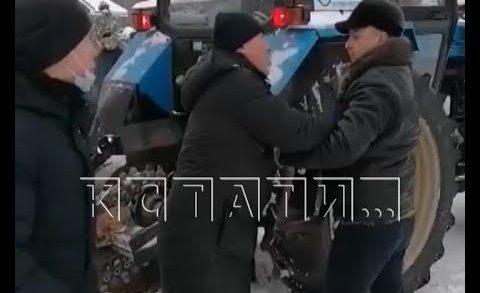 Драка между жителями и руководством газовой компании вспыхнула в вымерзающем поселке
