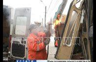 Трамвайный дрифт — вагон с пассажирами сошел с рельс и боком влетел в столб