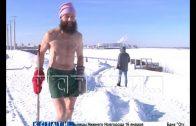 53-летний атлет в 30-градусный мороз бегает в одних трусах