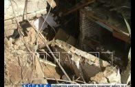 Оползень разорвал жилой дом пополам — половина ушла под землю, половина осталась на поверхности