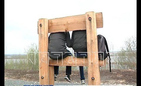 Разгадка предназначения гигантских скамеек на набережной — они сделаны не для того чтобы сидеть