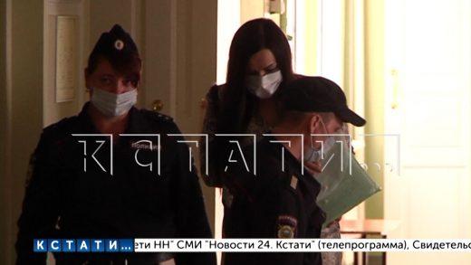 Нападение на журналистов и признание в любви от обвиняемой в мошенничестве главы отделения банка