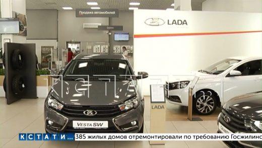 Новый прорыв в отъеме денег у населения — в автосалонах покупателям навязывают книги по 30000 рублей