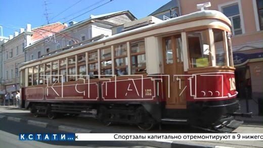 Из-за нерадивых водителей ретро-трамвай превращается в уличный экспонат