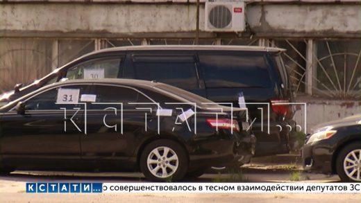 Владельцы пытаются вернуть изъятые со скандалом автомобили с армянскими номерами